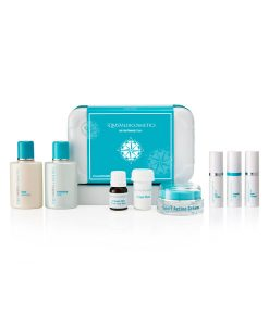 Jet-Set Beauty Case is the perfect packing essential, it comes with Classic Collagen Set (Day Collagen, Night Collagen and Exfoliant Fluid in the handy 5.5ml sizes), Deep Cleansing and Freshening Tonic (50ml sizes), Activator-Mini Travel Face Mask, Sport Active Cream (15ml)